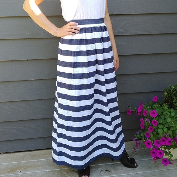 Banana Republic Dresses & Skirts - BANANA REPUBLIC awning striped patio maxi skirt XS